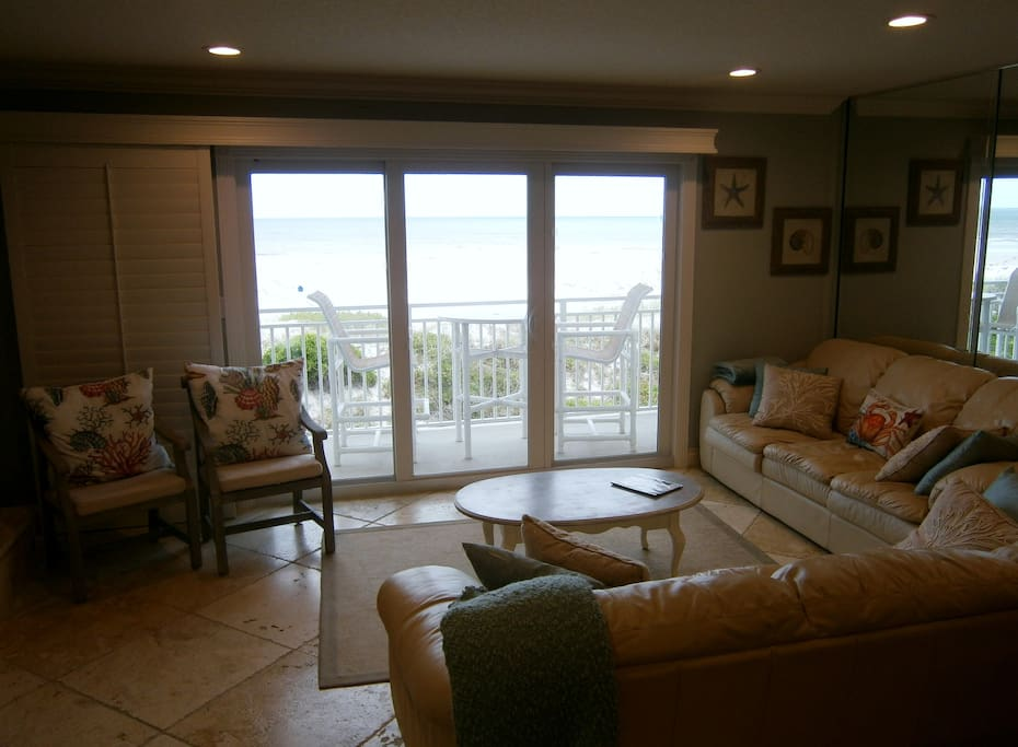 Living room & Patio-Beach