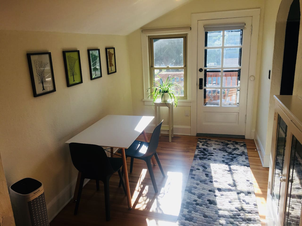 Sun-filled entryway with dining table / desk
