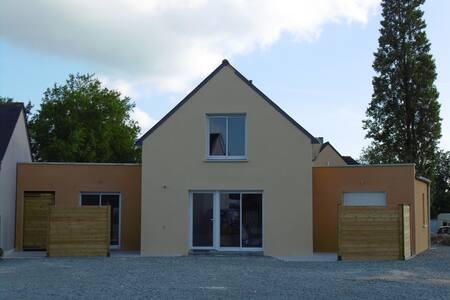 3 studios meublés de 19 m2 avec SDB/WC/Terrasse