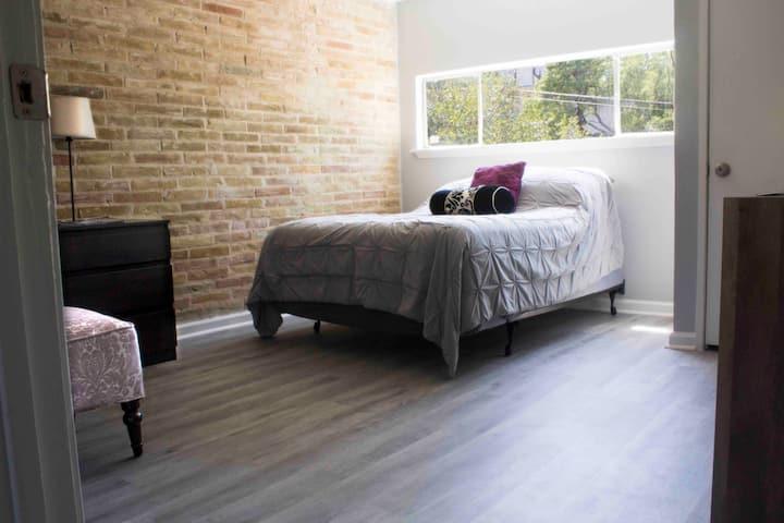 Newly renovated!!!Alamo Heights 2 Bed 1 bath Condo