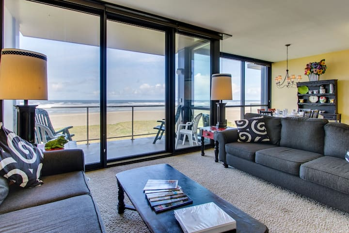 Stylish Sand & Sea condo w/ an oceanfront view, balcony, and shared pool!