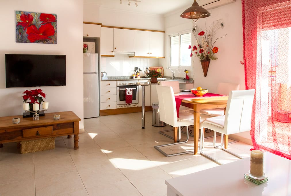 Bright kitchen/dining room area