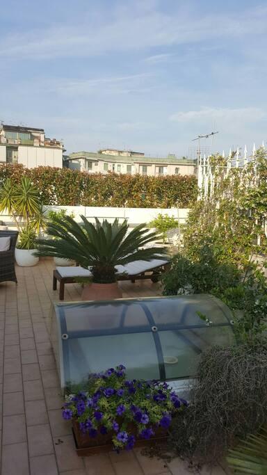 Monolocale centralissimo in terrazzo giardino loft in for Monolocale arredato salerno