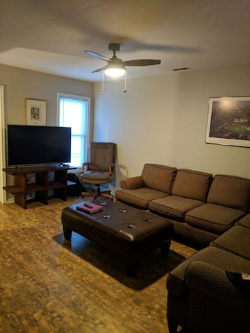 Spacious Downtown Apartment w/ King Bed & Laundry