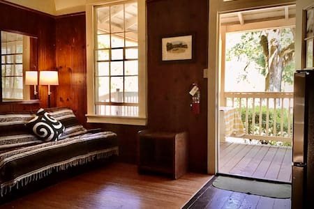Spacious 2bdrm Retreat Center Cabin with Pool