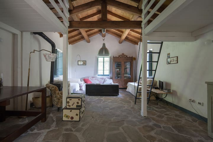 Tuscany: Charming Cottage in the Forest