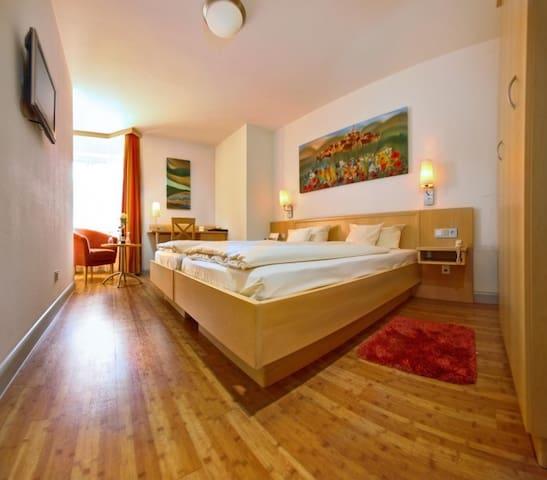 Hotel-Restaurant-Biergarten Gasthof zum Ochsen, (Ehingen/Donau), Doppelzimmer Standard, 18-20qm, max. 2 Personen