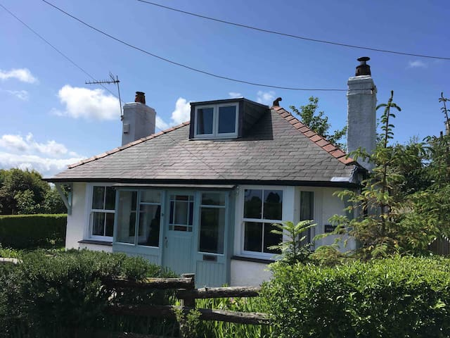 Traditional, comfortable cottage near Benllech