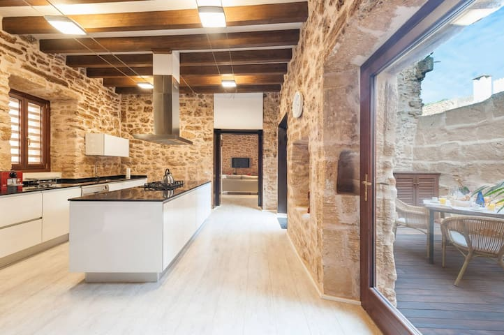 Casa Sa Pedra: Great house in Alcudia old town!