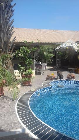 A La Casa bijilo - Serrekunda - Wikt i opierunek