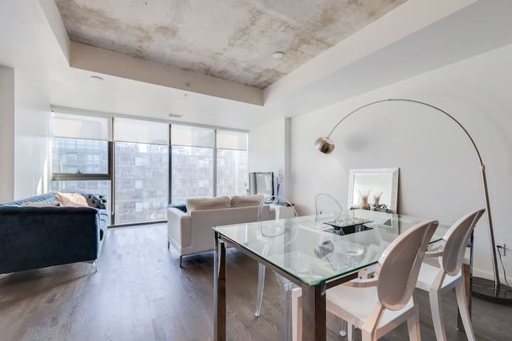 DOWNTOWN TORONTO LUXURY CONDO PARKING INCLUDED