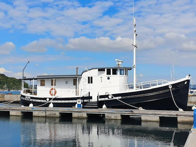 Enjoy a luxurious stay in Brixham aboard Faithful!