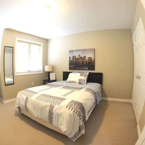 Ideal southend Barrie location with wifi & Netflix