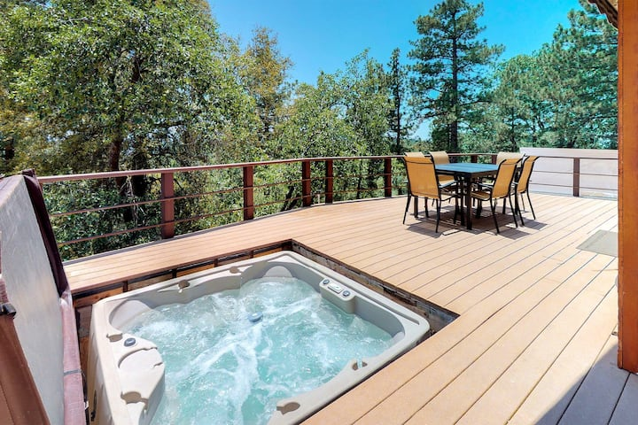 Dog-friendly cabin with private hot tub & stunning mountain views!