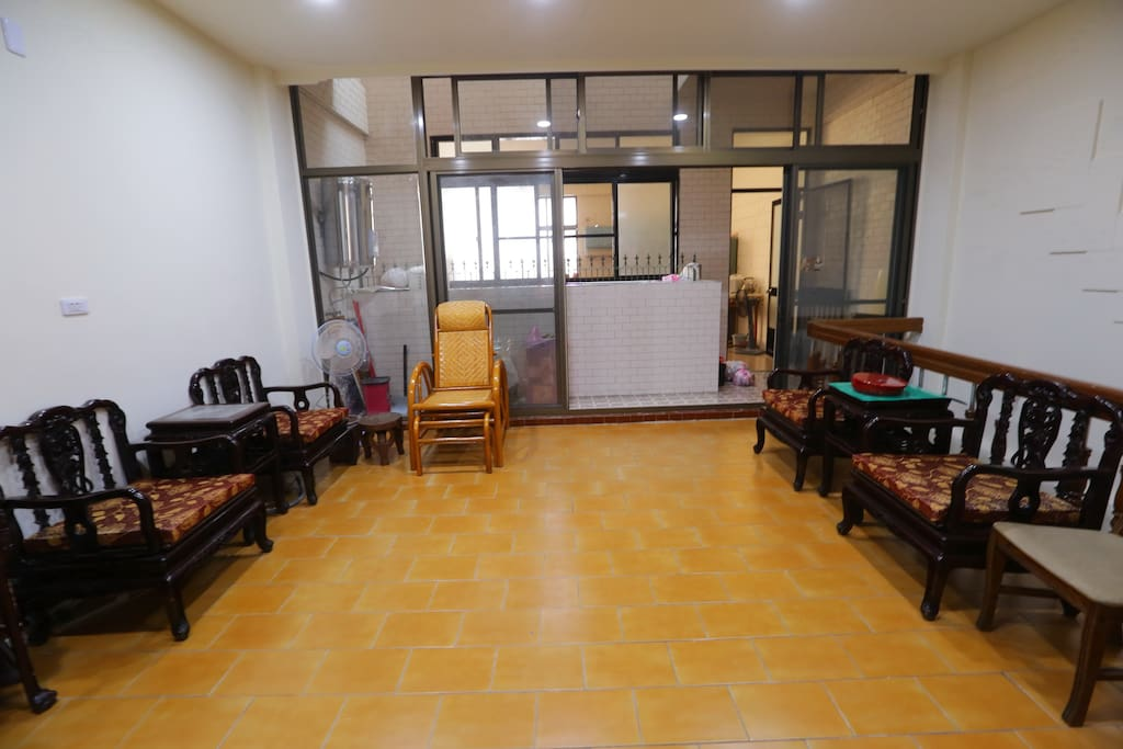 二樓客廳後面廚房