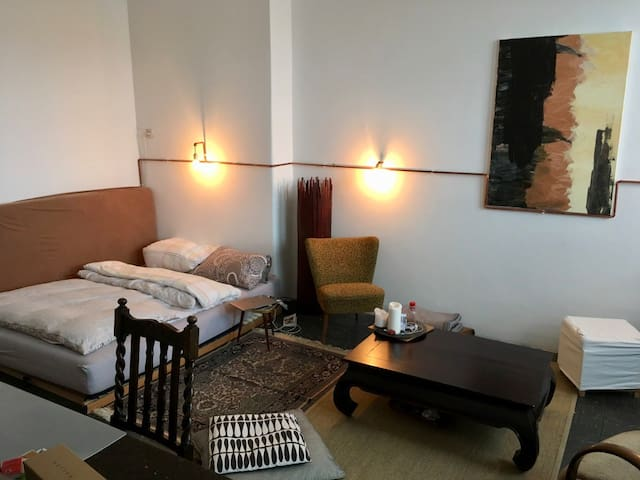 Cozy big room in central location. Ehrenfeld - Кёльн - Квартира