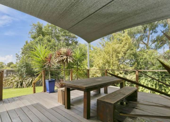 3 bedroom beach house in the heart of Inverloch!