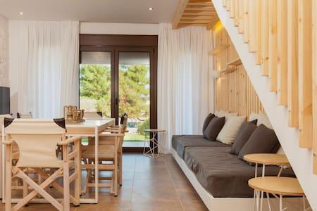 Luxurious stone-villa next to the sea… - Pefkochori - Villa