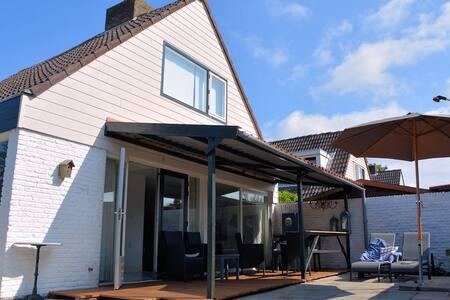 Moderna Casa de Vacaciones en Noordwijkerhout cerca del Lago