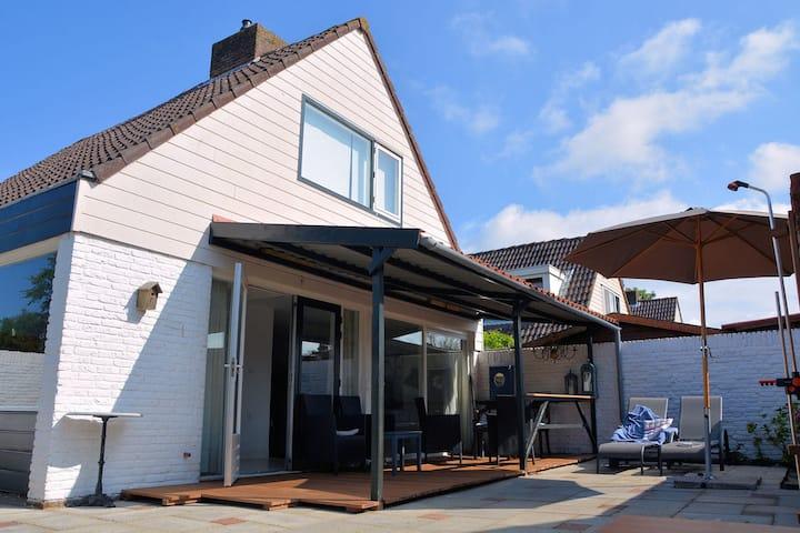Vrijstaande vakantiewoning in Noordwijkerhout bij de zee