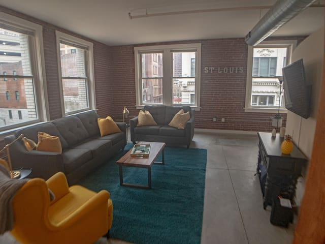 Corner Suite in the Heart of Downtown Saint Louis