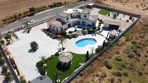 Sunningdale Villa