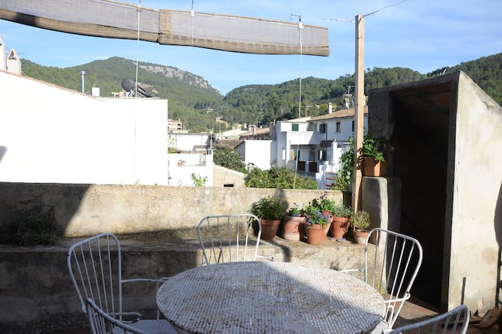 Nice double room in typical majorcan house - Esporles - House