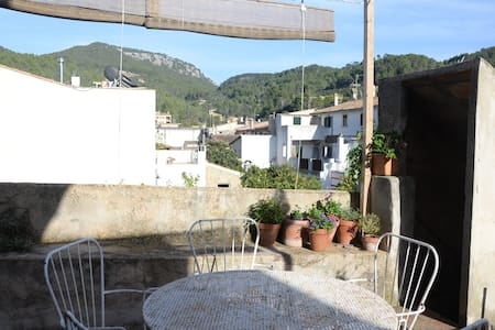 Nice double room in typical majorcan house - Esporles - Rumah