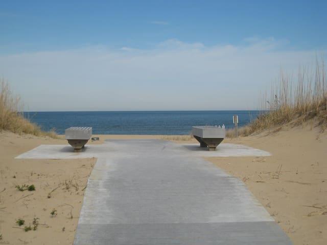 Sea La Vie - Oceanside - 100 yards to the beach