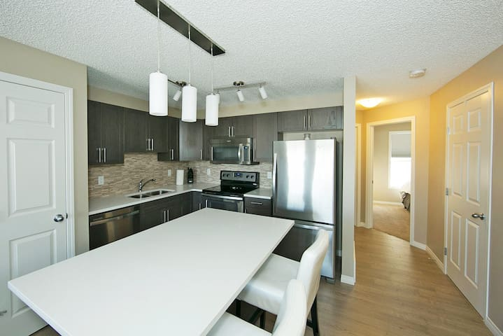 New 2 Bd 1 Bth Close to Airport and South Common