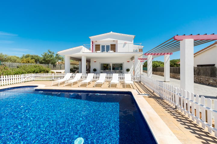 VILLA DALIA - Stunning design villa, fenced pool, AC, WIFI, Lovely location