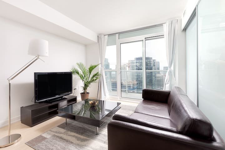 ★5-Star Stay★ by CN Tower & Entertainment District