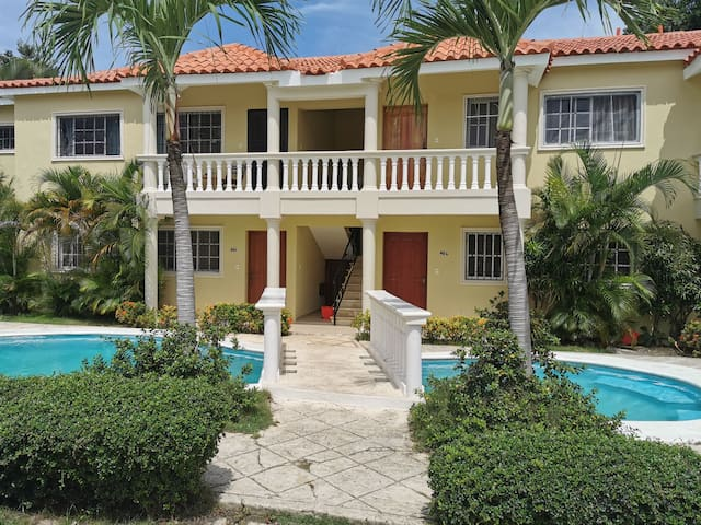 Beautiful & Secure Apartment 0.7 miles from beach