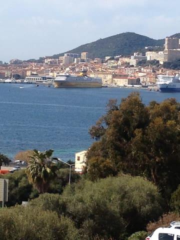 T2 ,40m2, vue mer, climatisé,Parking gratuit.
