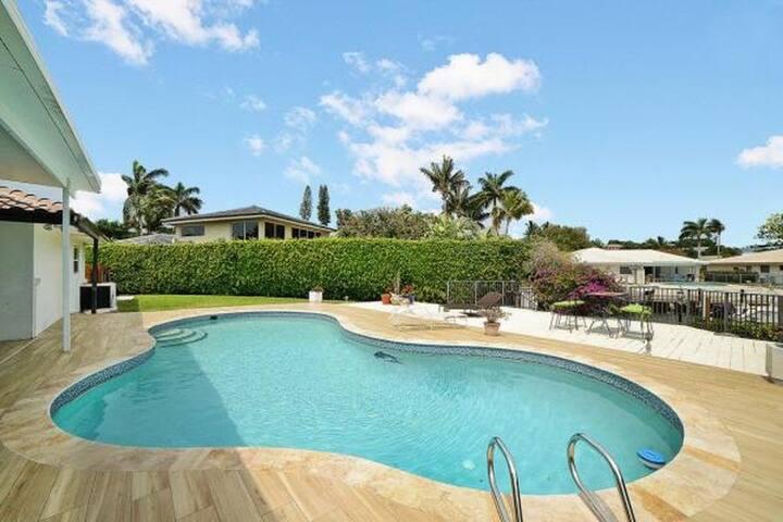 Modern Luxury Delray Beach Waterfront Pool Home