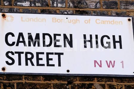 Large Double Room in Hearth of Camden Town - Londra - Casa