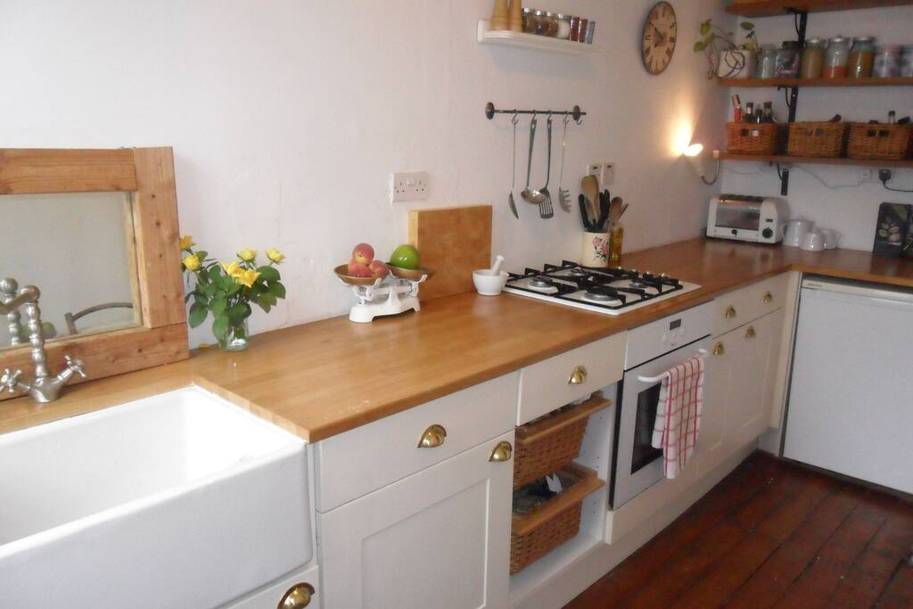 The newly decorated kitchen is ideal for cooking (or heating up your take-away!)