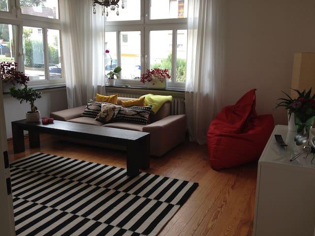 Sonnige Altbauwohnung im Zentrum - Andernach - Apartament