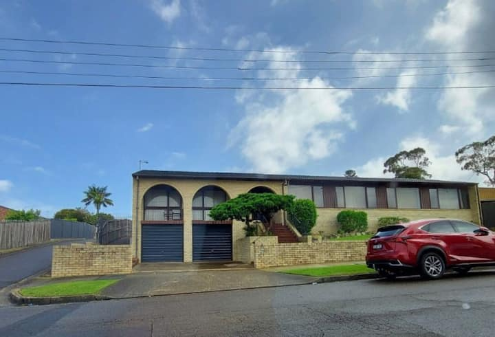 Airy 5 bedrooms for up to 9 guests, Walk to shops