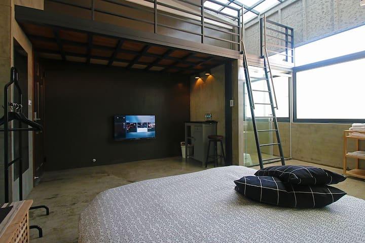 Industrial Style Mezzanine Room - 30 secs to MRT - 高雄市 - Casa