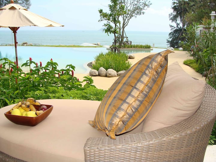 Beachfront Luxury Apartment