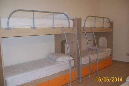 matrimoniale + 2 letti a castello - Cavo - Общежитие
