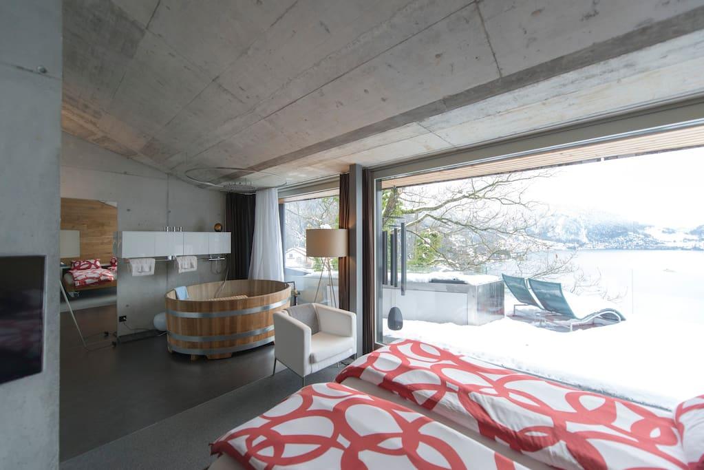 the room with bathtube