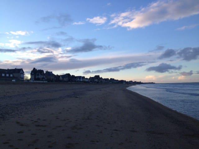 La plage au bout de la rue, 50 m !!