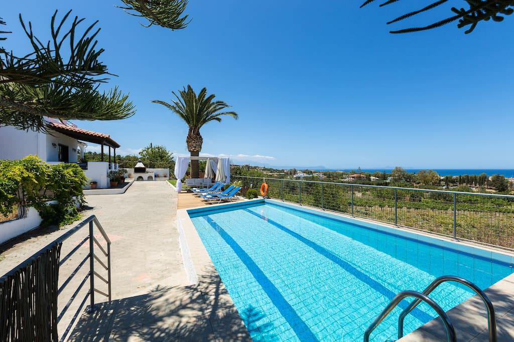 38 m² private swimming pool!