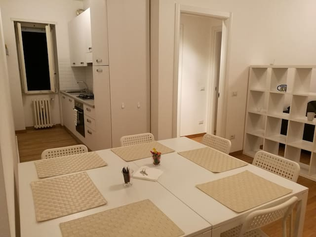 3-rooms for 6 people in downtown Milan