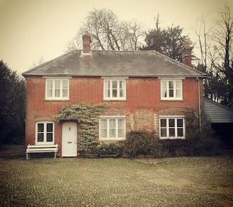 Charming Hampshire Cottage - Old Alresford