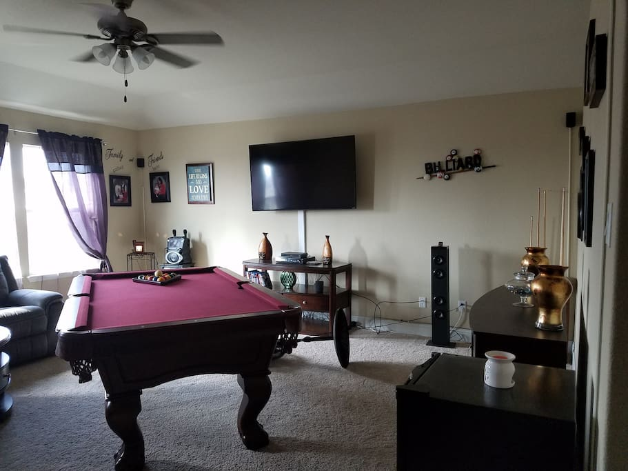 Game room, relax and play a little pool.