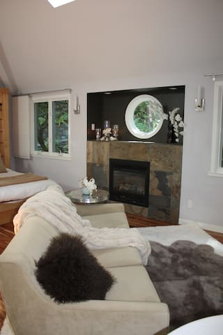 Fireplace, comfy bed with Frette sheets, with complete privacy, it's a 5 star room.