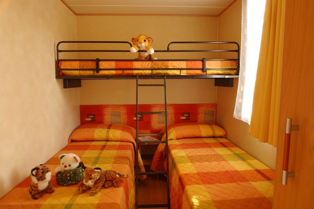 Le camerette possono avere 2 o 3 letti (il letto a bandiera non c'è sempre)
